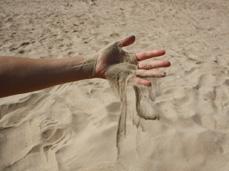 sand thru hand